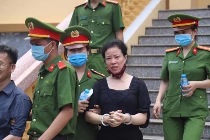 Bị cáo Diệp Thị Hồng Liên - cựu Trưởng phòng Khảo thí Sở GD-ĐT Hòa Bình.