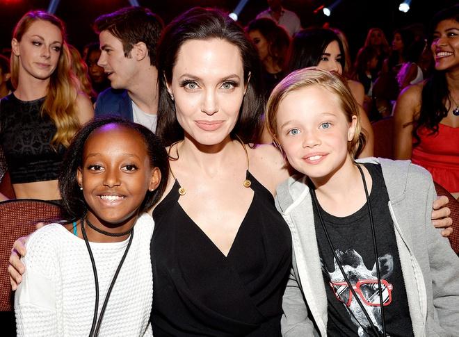 Con gái ruột của Angelina Jolie và Brad Pitt trở thành thần tượng trẻ nhất của cộng đồng LGBT