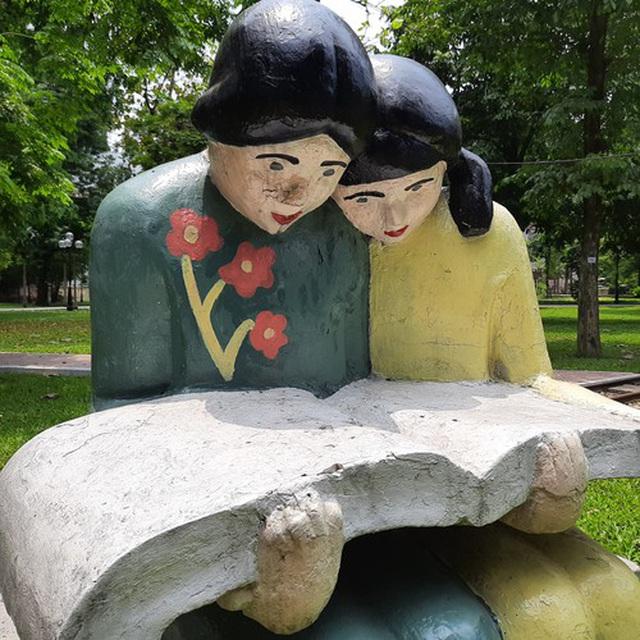 Công viên Thống Nhất lại đổi màu sơn cho các bức tượng