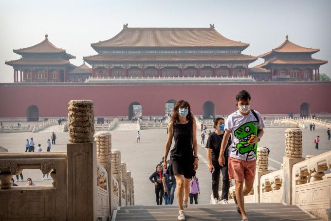 Từ 1/5, các công viên, bảo tàng của Bắc Kinh bao gồm cả Tử Cấm Thành đã được mở cửa trở lại.Tuy nhiên khu tham quan này vẫngiới hạn số lượng du khách mỗi ngày là 5.000 thay vì 80.000 người như trước kia. Du khách được yêu cầu đeo khẩu trang và thực hiện giãn cách xã hội.