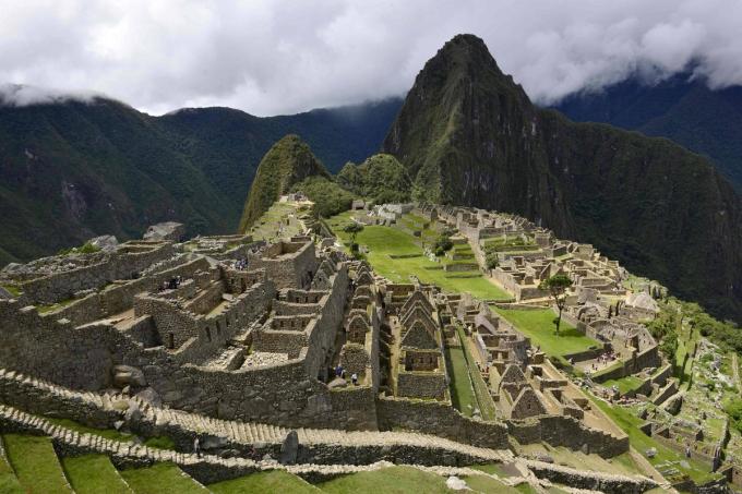 Chính phủ Peru thông báo mở cửa trở lại Di sản Thế giớiMachu Picchu và 54 địa điểm khảo cổ khác từ 12/5.Vé vào cửađược miễn phí cho người dân, nên du khách bắt đầu tìm tới nhiều hơn.