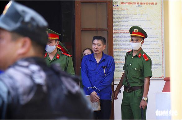Bị cáo Trần Xuân Yến đến tòa - Ảnh: DANH TRỌNG