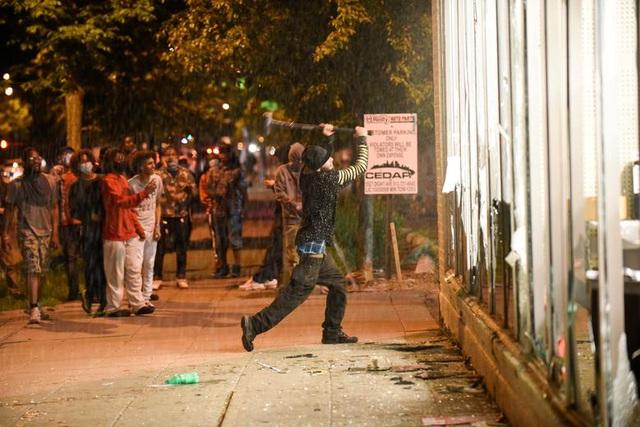 """Thành phố Minneapolis của Mỹ rung chuyển vì """"biển lửa"""" bạo động"""