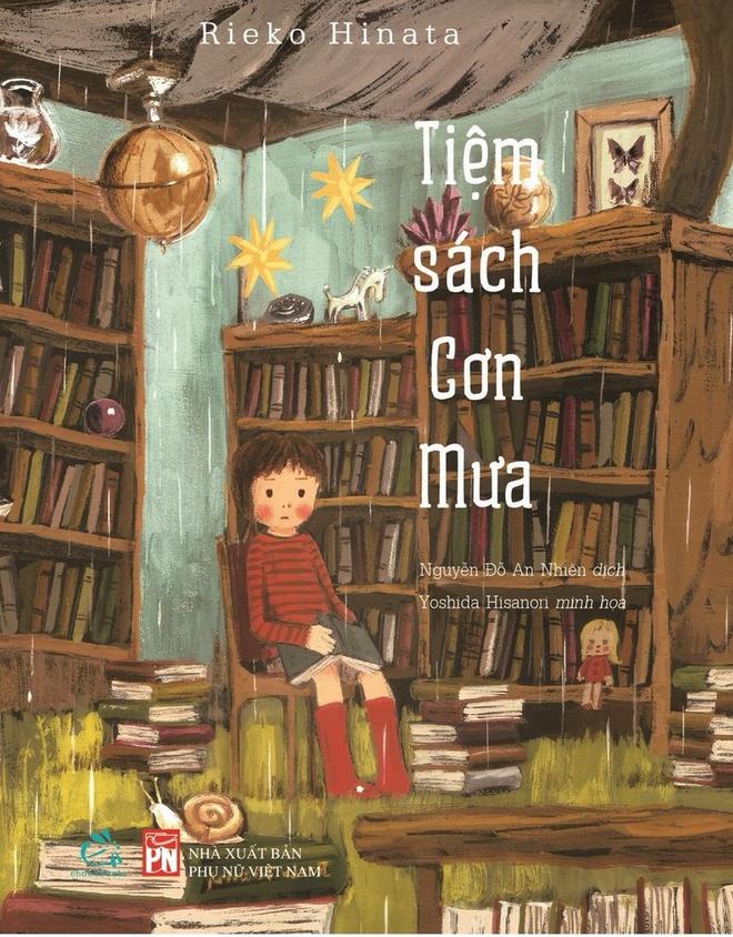 Cô bé Ruko bị lạc vào thế giới kỳ diệu, nơi có những cuốn sách viết bằng mưa. Nội dung của các cuốn sách là những câu chuyện, những giấc mơ của con người lấy từ khu rừng Hoppori. Nơi đó có tên Tiệm sách của mưa. Cuốn sách do Rieko Hinata viết, Công ty Quảng Văn và NXB Phụ nữ Việt Nam phát hành.