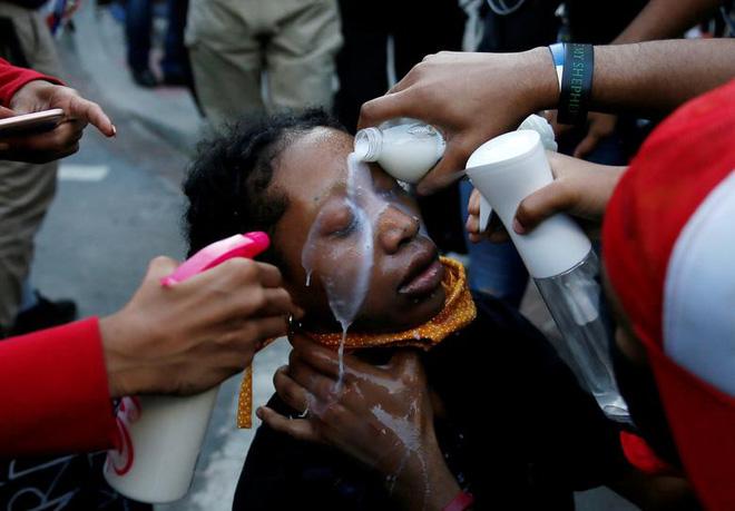Những bức ảnh gây ám ảnh miêu tả nước Mỹ ngập trong khói lửa vì biểu tình