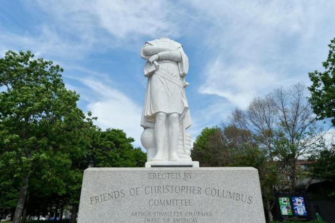 Đầu của bức tượng Christopher Columbus đã được cảnh sát Boston thu hồi. Ảnh: AFP.