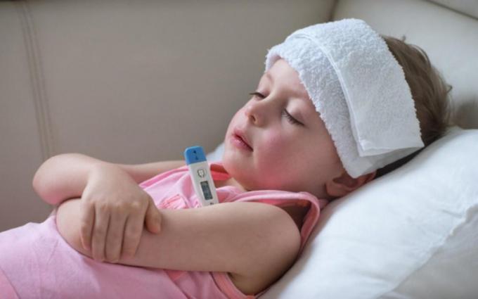 Gợi ý 11 mẹ giúp bé hạ sốt ngay tại nhà