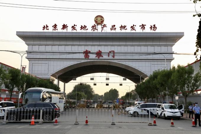 Chợ đầu mối lớn nhất Bắc Kinh Tân Phát Địa đã tạm dừng.