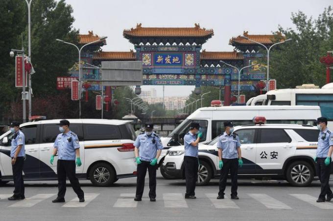 Ổ dịch covid-19 mới xuất hiện, Bắc Kinh đóng cửa toàn bộ trường học, nâng mức khẩn cấp lên mức 2