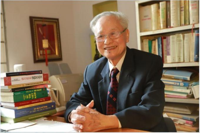 Giáo sư Phan Đăng Nhật.