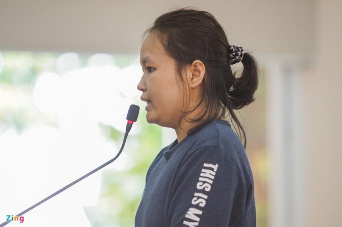 Kẻ chủ mưu vụ việc - Phạm Thị Thiên Hà - khai tại tòa. Ảnh: Chí Hùng.