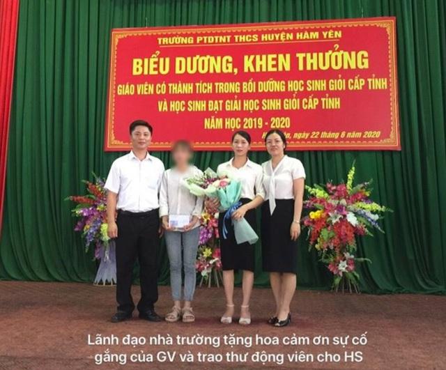 L.V.A nhận thư và hoa chúc mừng của lãnh đạo nhà trường.