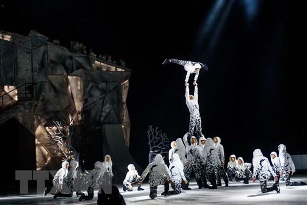 Đoàn xiếc Cirque du Soleil biểu diễn tại Riga, Latvia ngày 15/1. (Ảnh: AFP/TTXVN)