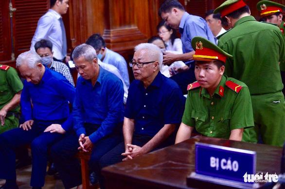 Các bị cáo tại tòa - Ảnh: QUANG ĐỊNH