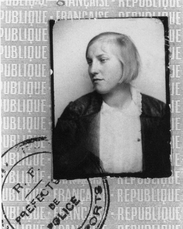 Marie-Therese Walter là người tình của Pablo Picasso trong khoảng thời gian từ năm 1927 đến 1936 và đã sinh cho ông một cô con gái đặt tên là Maya