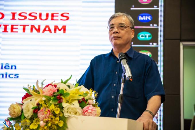 PGS.TS Trần Đình Thiên mở đầu với tham luận Kinh tế số và các vấn đề đặt ra cho Việt Nam