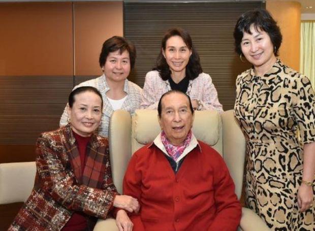 Bà Hai đang thắng thế với những người con tài năng, trong đó, Hà Siêu Quỳnh và Hà Siêu Phượng được mệnh danh là