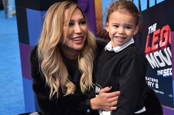 Nữ diễn viên Naya Rivera và con trai - Ảnh: AFP