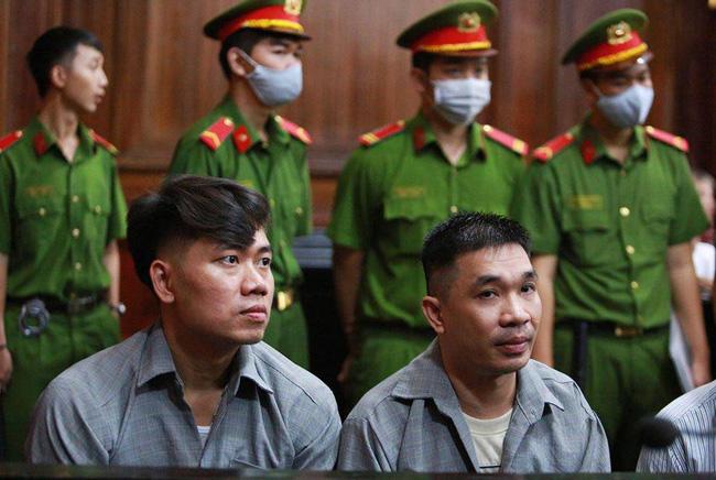 Bị cáo Văn Kính Dương (bên phải).