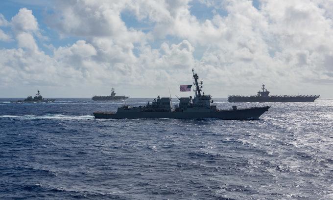 Hai nhóm tác chiến tàu sân bay Mỹ diễn tập trên Biển Đông hôm 6/7. Ảnh: US Navy.