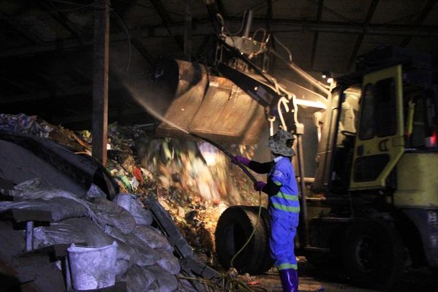 """Trước đó, bãi rác Nam Sơn bị """"phong tỏa"""", sau 3 ngày lượng rác tồn đọng trong 4 quận nội thànhhiện đã vàokhoảng 9.000 tấn."""