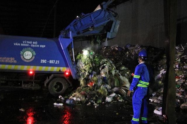 Lượng rác tại 4 quận Hoàn Kiếm, Ba Đình, Hai Bà Trưng, Đống Đa được phân luồng về bãi rác Cầu Diễn (Khu xử lý chất thải Cầu Diễn) để tập kết tạm.