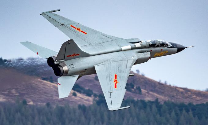 Cường kích JH-7 Trung Quốc bay huấn luyện năm 2019. Ảnh:81.cn