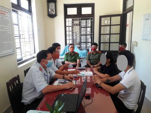Cơ quan chức năng làm việc với chị H. (chủ tài khoản Facebook Vương Huyền Túi).