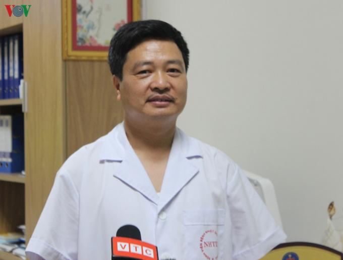 TS Lê Văn Dụng, Phó Giám đốc Bệnh viện Bệnh Nhiệt đới Trung ương.