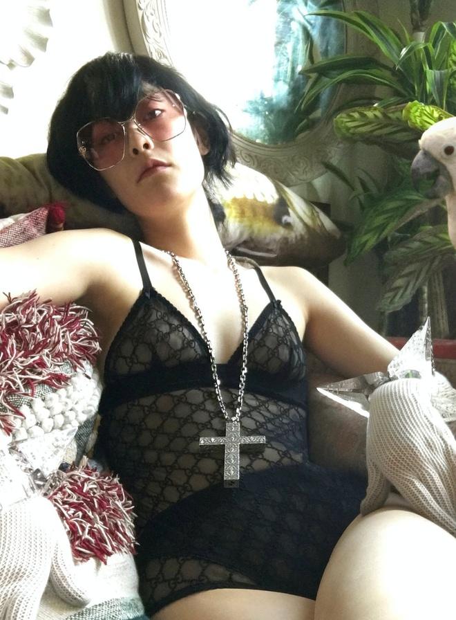 Người mẫu Gucci tái hiện cuộc sống đời thường trong đại dịch