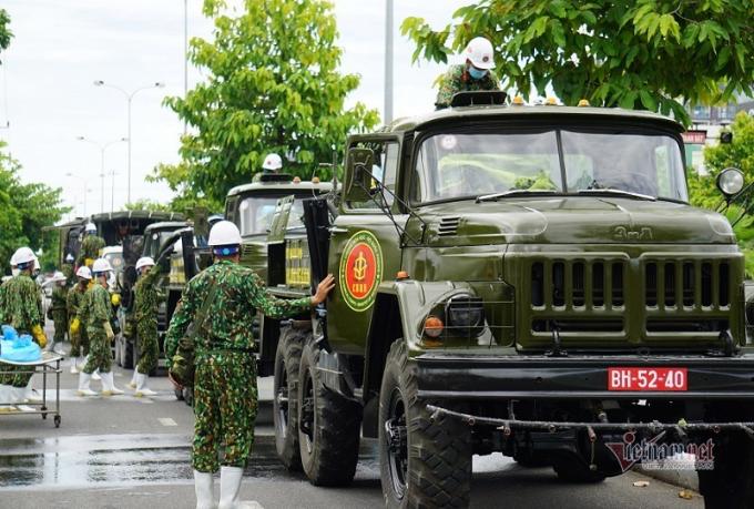 Doàn xe đặc chủng tập trung trước Trung tâm Y tế quận Sơn Trà từ 13h.