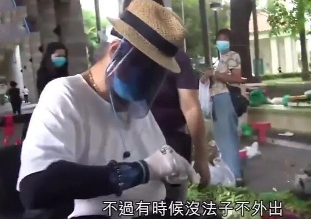 Hồng Kim Bảo che chắn kín mít khi xuống phố giữa mùa dịch.