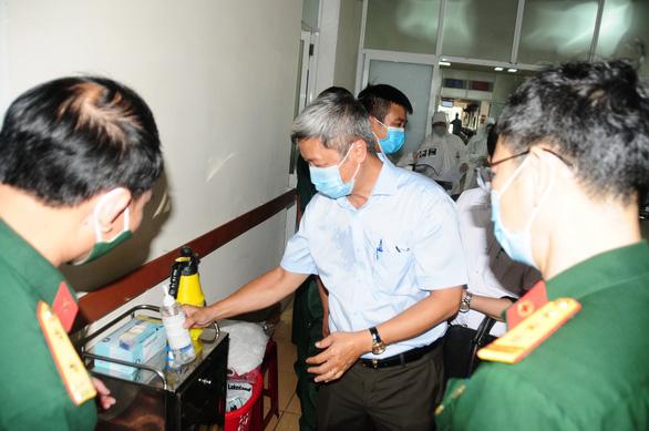 Thứ trưởng Nguyễn Trường Sơn kiểm tra công tác chuẩn bị tại Bệnh viện C17 Quân khu 5 - Ảnh: B.D.
