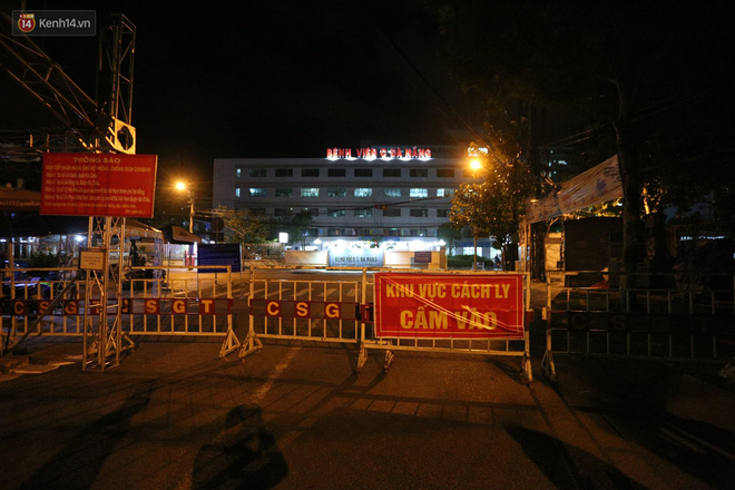 Khu vực đường Ngô Gia Tự, dẫn vào cổng bệnh viện này vẫn bị rào chắn.