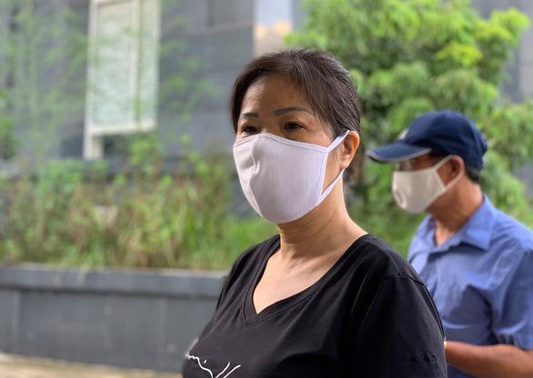 Bị cáo Nguyễn Bích Quy đến toà - Ảnh: DANH TRỌNG