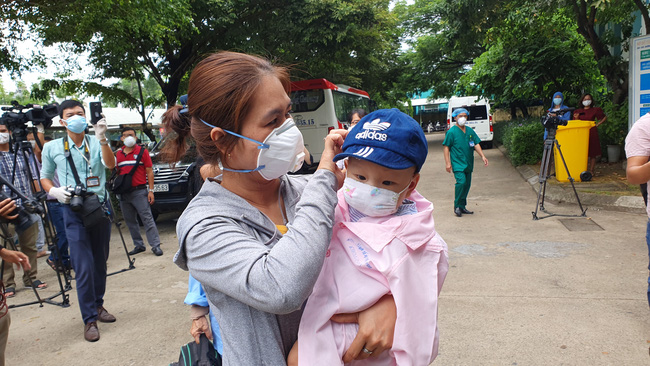Cháu bé 8 tháng tuổi nhiễm Covid-19 đã được chữa khỏi.