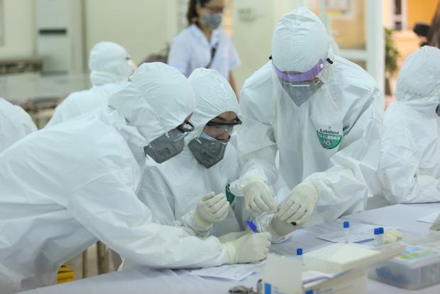 Thêm 22 ca mắc Covid-19 mới, Việt Nam vượt mốc 900 bệnh nhân