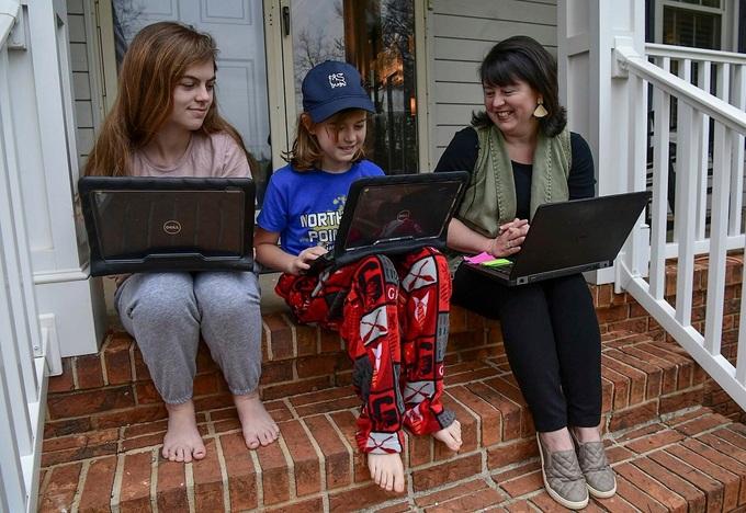 Một trường học ở Mỹ cấm học sinh mặc đồ ngủ khi học online