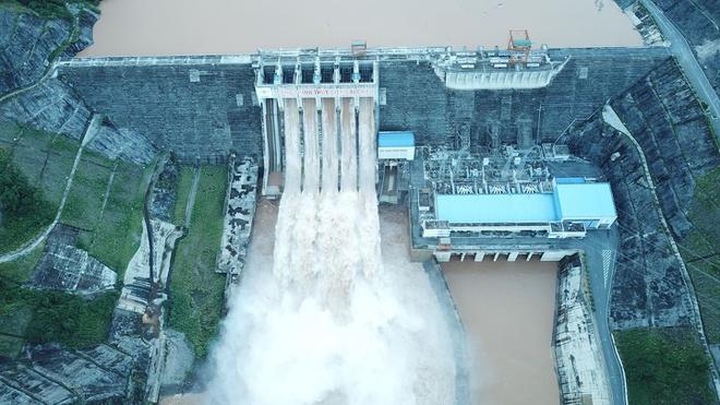 Ngày 19/8, hồ thủy điện Lai Châu phải mở 5 cửa xả lũ để kịp thời ứng phó trước nguy cơ mưa lớn những ngày tới. Ảnh: CTV.