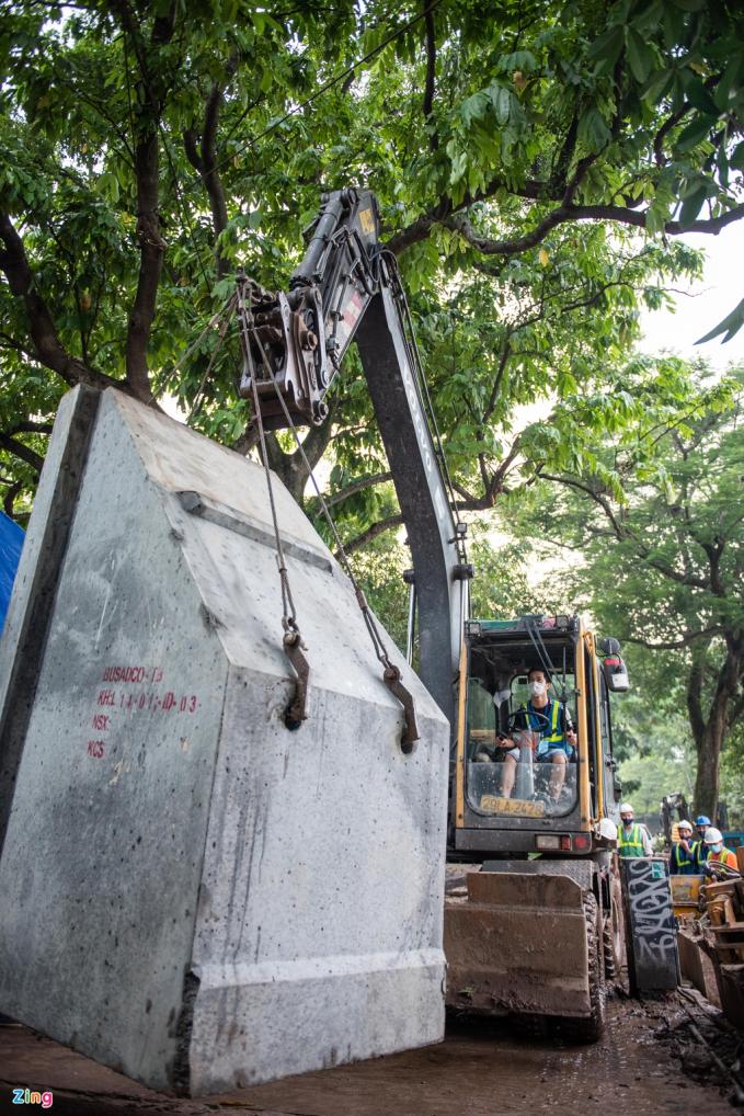 Tuyến kè bê tông ở Hồ Gươm đã được hoàn thiện sau hơn 2 tháng thi công