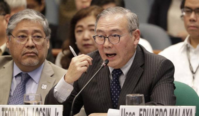 Ngoại trưởng Locsin trong một cuộc họp của ASEAN. Ảnh: AP.