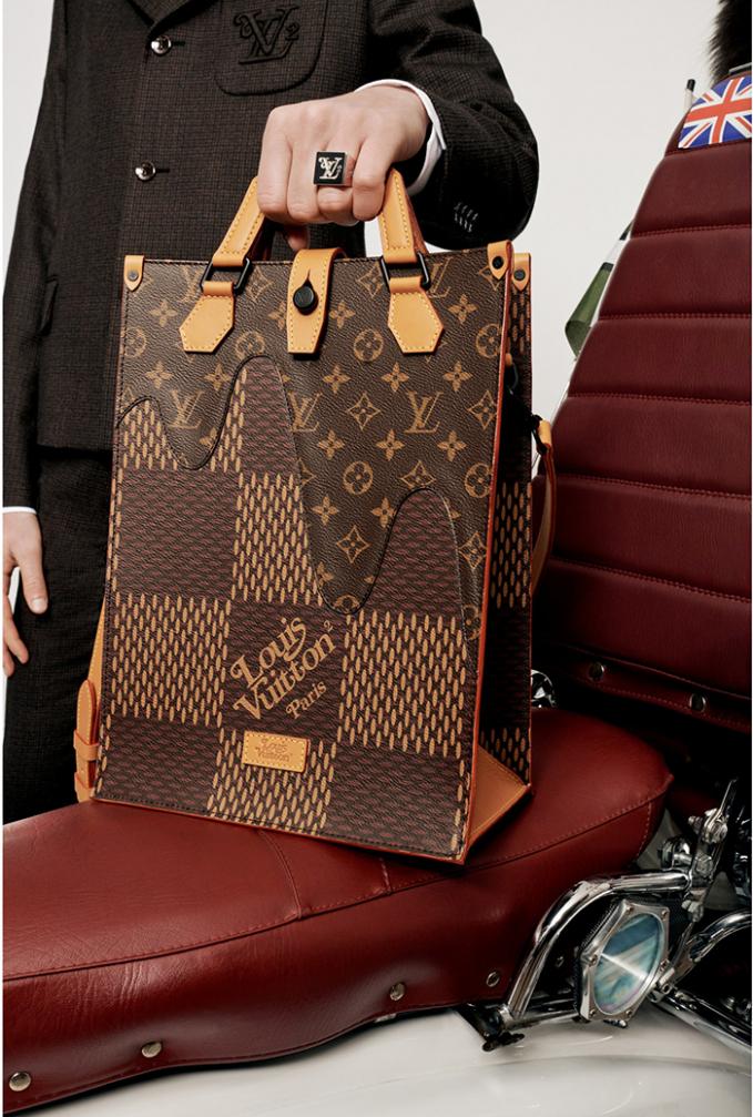 Bộ sưu tập là màn kết đôi của damier và monogram - hai loại họa tiết đặc trưng của Louis Vuitton.