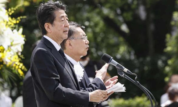 Thủ tướng Nhật Bản Shinzo Abe phát biểu tại buổi lễ kỷ niệm 75 năm sự kiện thành phố Nagasaki bị ném bom nguyên tử - Ảnh: ZUMA WIRE