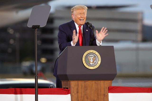 Tổng thống Trump phát biểu trước những người ủng hộ tại New Hampshire. (Ảnh: Getty)