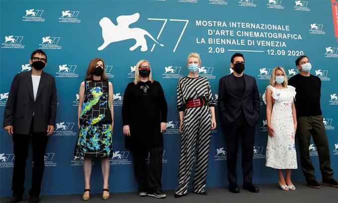 Ban giám khảo LHP Venice tại lễ khai mạc năm nay. Ảnh: Reuters.