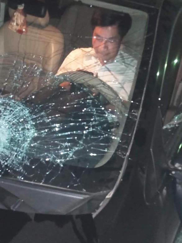 Ông Nguyễn Văn Điều - trưởng Ban nội chính Tỉnh ủy Thái Bình, ngồi trong xe sau khi gây tai nạn liên hoàn - Ảnh: CTV