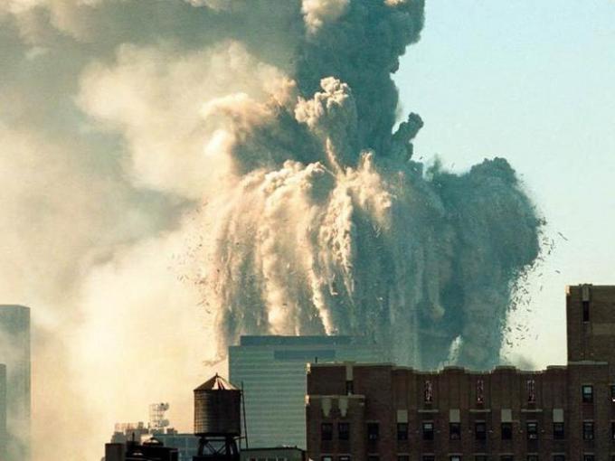 Trung tâm Thương mại Thế giới đổ sập ngày 11/9/2001. Ảnh: Alamy