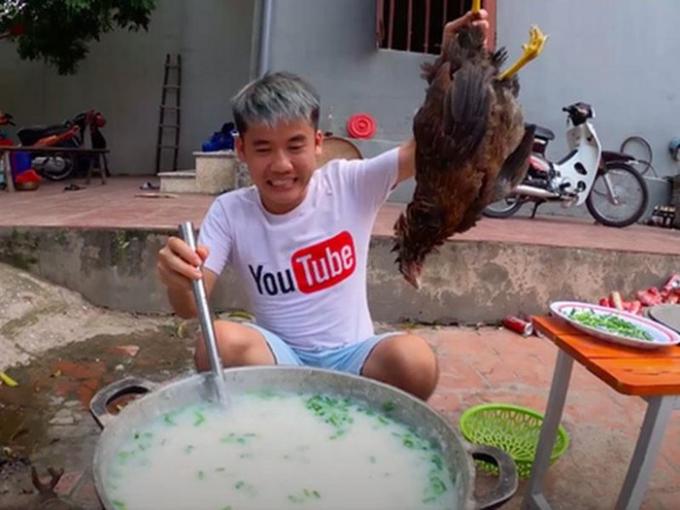 Vụ Hưng Vlog nấu cháo gà nguyên lông: Căn cứ xử phạt đã thỏa đáng?
