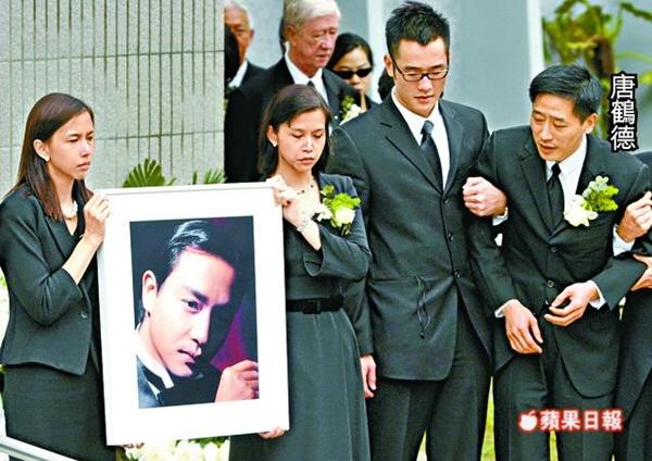 Đám tang Trương Quốc Vinh khi tài tử này tự sát, Đường Hạc Đứcg đã không thể đứng vững.