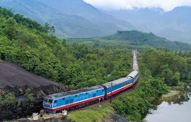 Ngành đường sắt đã cho chạy lại nhiều đôi tàu sau dịch COVID-19. (Ảnh: Minh Sơn/Vietnam+)